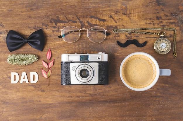 Composición para el día del padre con café y accesorios