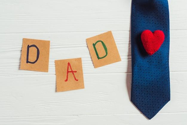Composición para el día del padre con corbata