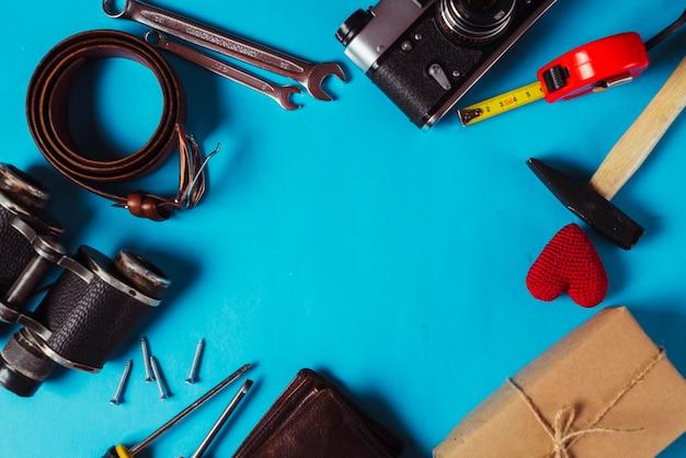 Composición para el día del padre con herramientas