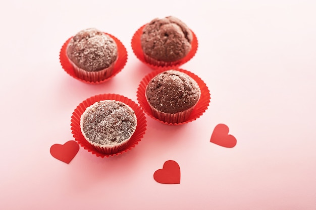 Composición del día de san valentín con cupcakes