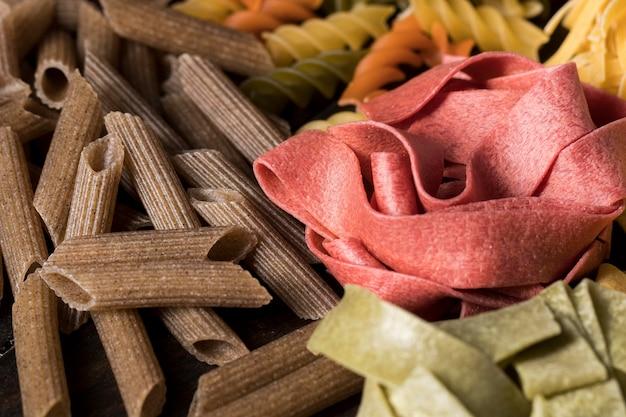 Composición con diferentes tipos de pasta.