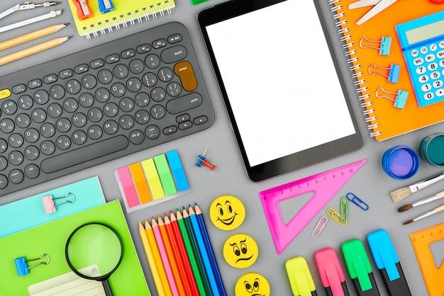 La composición de los diversos artículos escolares.