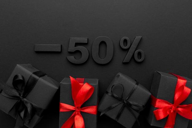 Composición de elementos de ventas de viernes negro de vista superior
