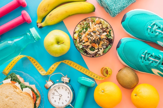 Composición de entrenamiento con comida sana