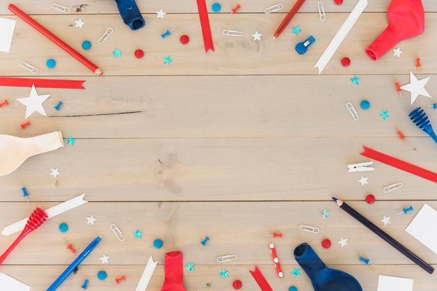 Composición festiva sobre superficie de madera.