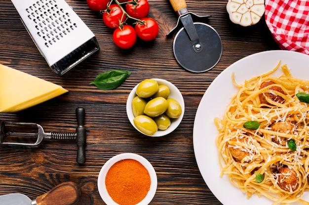 Composición flat lay de comida italiana