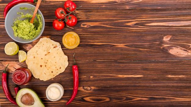 Composición flat lay de comida mejicana con copyspace