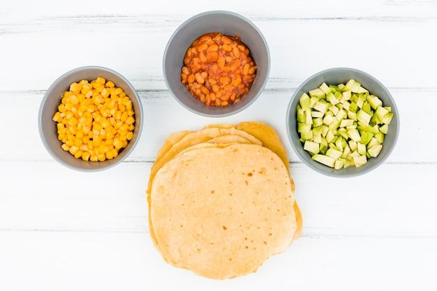Composición flat lay de comida mejicana