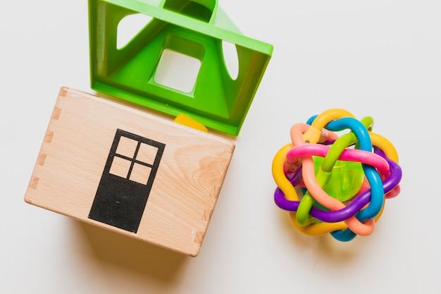 Composición flat lay de juguetes