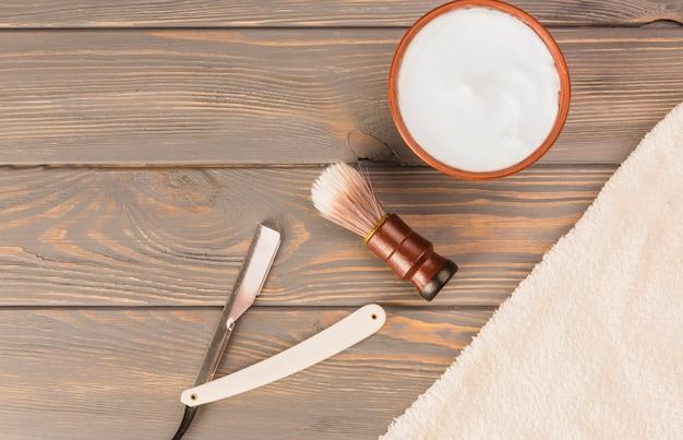 Composición flat lay de objetos de afeitar