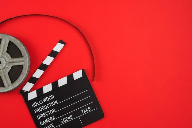 Composición flat lay de objetos de cine