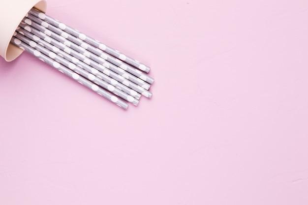 Composición flat lay de pajillas