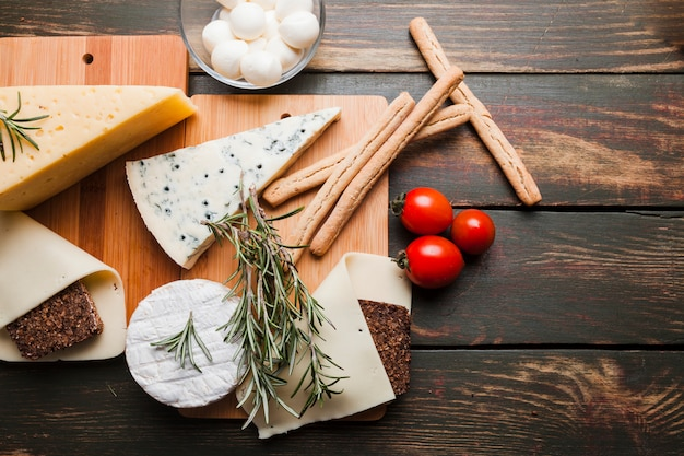 Composición flat lay de queso
