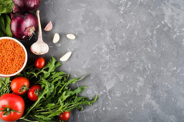 Composición flat lay de verduras con copyspace