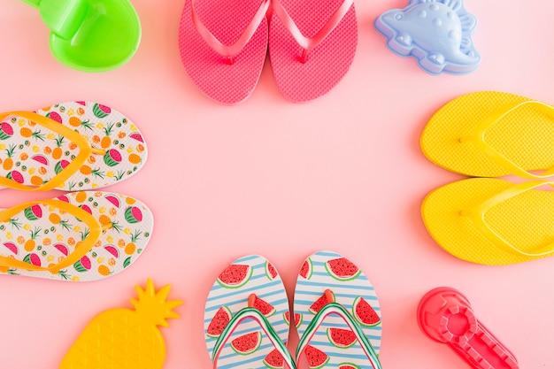 Composición con flip-flops de verano.