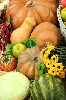 Composición con frutas y verduras de cerca