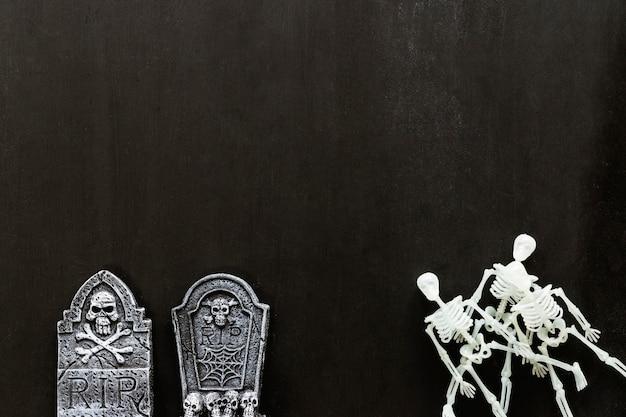 Composición para halloween con dos lápidas y espacio