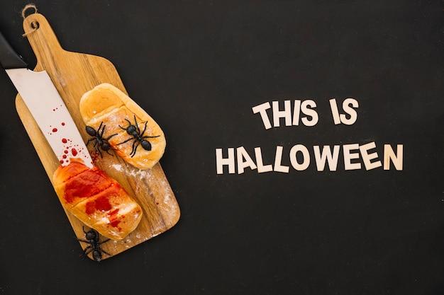 Composición de halloween con pan y letras