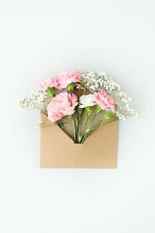 Composición con hermosas flores.