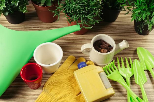 Composición de herramientas de jardín.