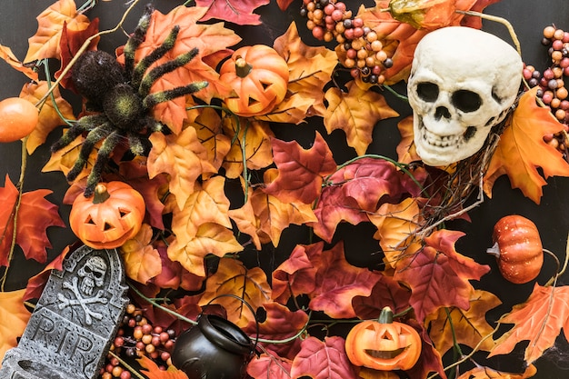 Composición de hojas para halloween