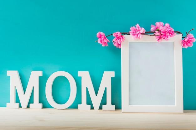 Composición con marco para el día de la madre