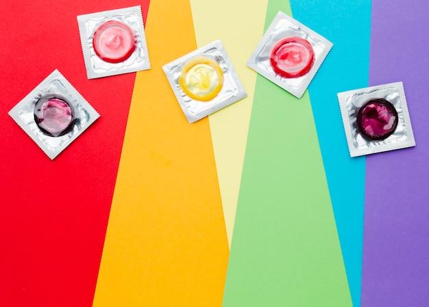 Composición del método anticonceptivo en el fondo del arco iris
