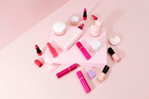 Composición mínima de productos de belleza.
