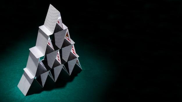 Composición moderna de cartas de póquer