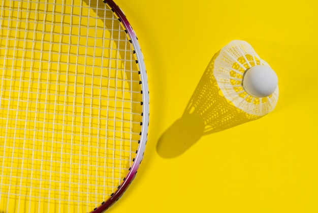 Composición moderna de deporte con elementos de badminton