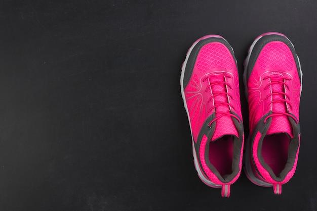 Composición moderna de deporte con zapatillas coloridas
