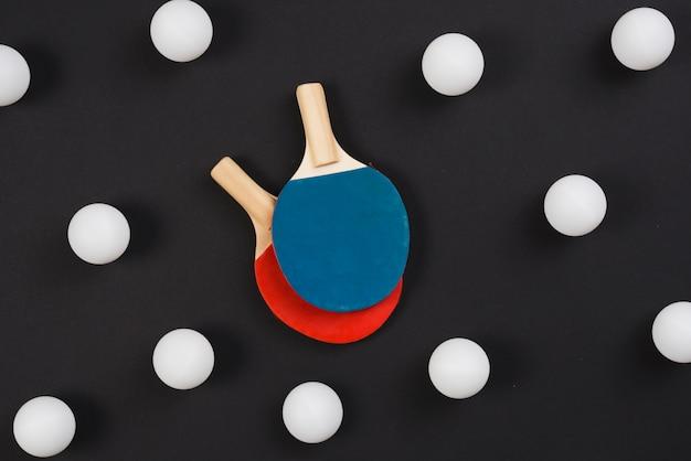 Composición moderna de equipamiento de ping pong