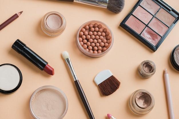 Composición moderna de maquillaje