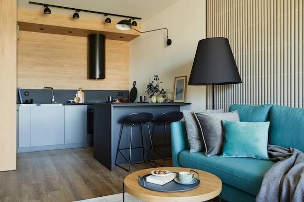 Composición de la moderna sala de estar en un apartamento pequeño grandes ventanales con vistas a la gran ciudad en plantilla