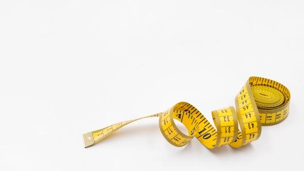 Composición moderna de vida sana con cinta métrica