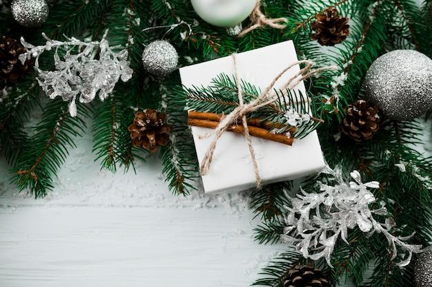 Composición de navidad de ramas de abeto