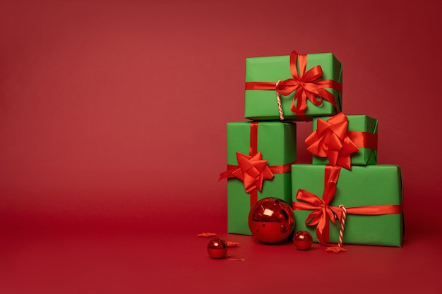 Composición navideña de cajas de regalo.