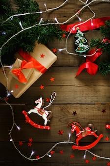 Composición navideña con luces navideñas