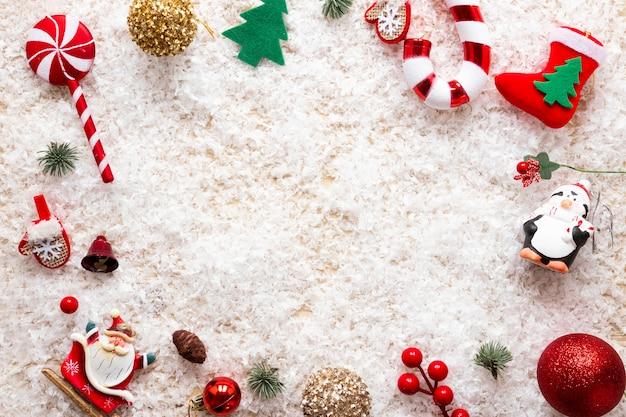 Composición navideña con marco decorativo
