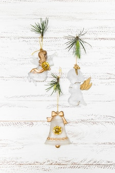 Composición navideña de pequeños ángeles.