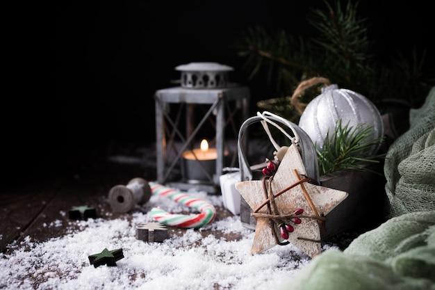 Composición navideña con piña