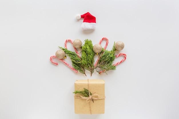 Composición navideña con regalo