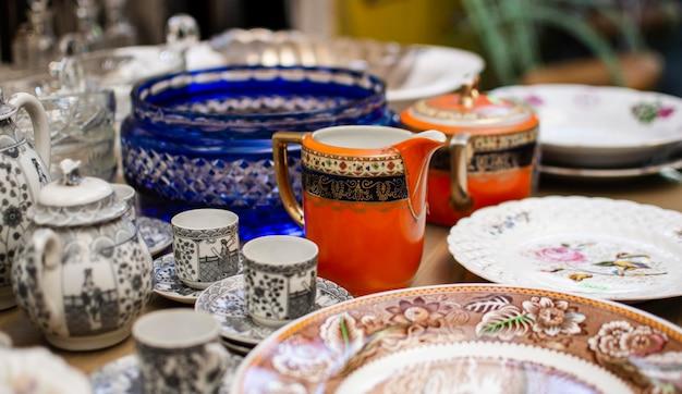 Composición de los objetos del mercado de antigüedades