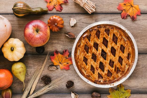 Composición de otoño vista superior con pastel