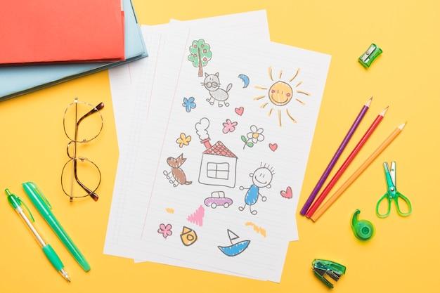 Composición de papelería escolar con dibujo