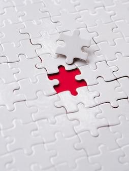 Composición de piezas de rompecabezas por concepto de individualidad.