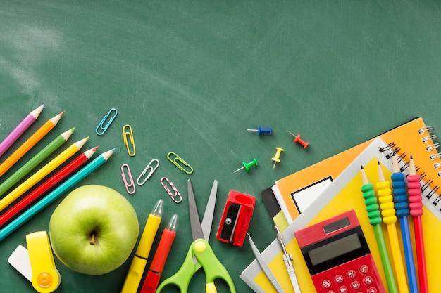 Composición plana del día de la educación laica con espacio de copia