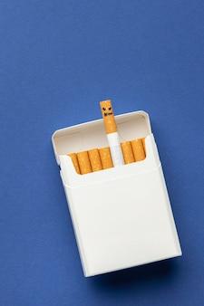 Composición plana de elementos del día sin tabaco