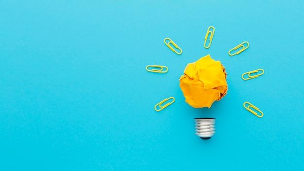 Composición plana con elementos de innovación.