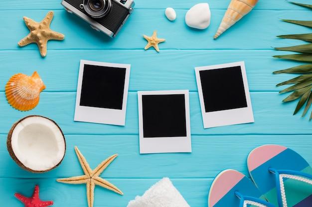 Composición plana de vacaciones con fotos polaroid.